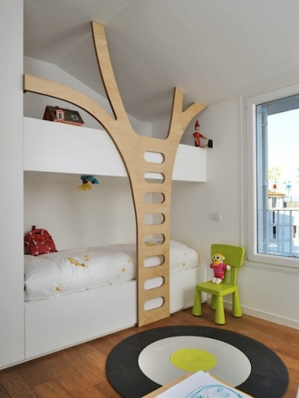 Bunk bed with tree steps
