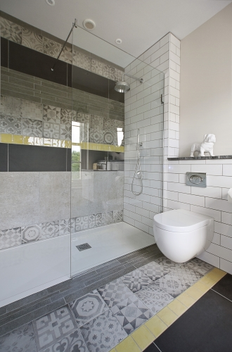 Girl's bathroom, grey and yellow tiled bathroom